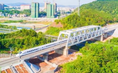 梅州市党媒梅汕高铁采风行之梅州篇:动车来了,梅州加速动起来干起来好起来