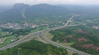梅州V视丨梅平高速通车啦!快来跟着记者上高速体验一下