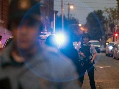 美国费城枪手击伤6名警察 目前双方对峙依然持续