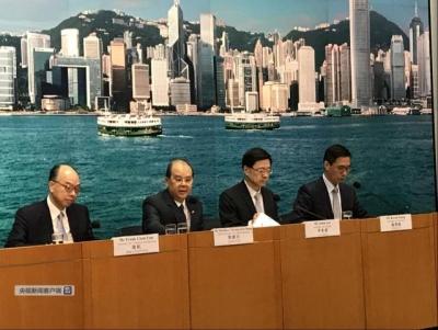 """香港保安局局长:过去两天发生的违法暴力行为带有""""恐怖""""性质"""