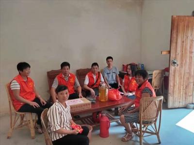 暖心!兴宁新圩镇志愿者中秋节前走访慰问贫困群众