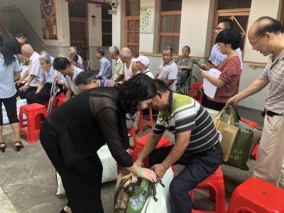中秋将近,他们为蕉岭三圳的孤寡老人送上温暖
