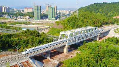 今天上午,梅县区梅汕高铁相关站房接受现场检查验收