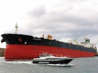 一艘伊朗油轮在红海海域发生爆炸 造成大量原油泄漏