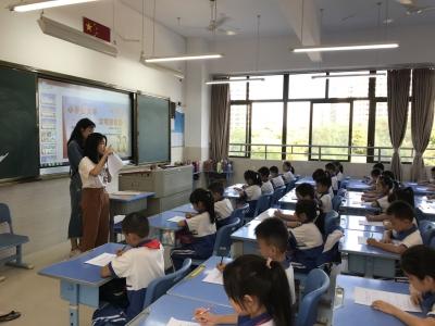 从小做个文明人!今日,梅县区这群志愿者走进校园