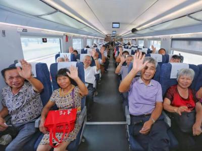 他们来自丰顺建桥,今天组团坐高铁到梅城!
