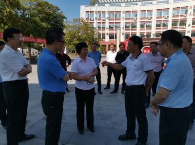 省教育厅副厅长朱超华率队到五华高级中学督查食品安全工作