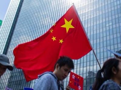 """""""还我安宁繁荣的香港!""""上千香港市民自发撑警,希冀港府止暴制乱"""