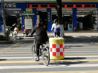 骑单车过斑马线,NO,NO! 梅州交警集中开展整治教育