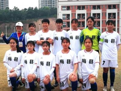 奖杯拿到手软!这支让梅州人骄傲的女足队,了解下…