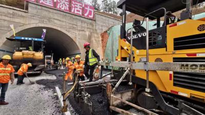 离通车更近一步!梅州东环高速沥青下面层试验路顺利完成