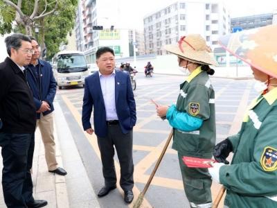 吴晖朱少辉慰问春节坚守岗位的干部职工