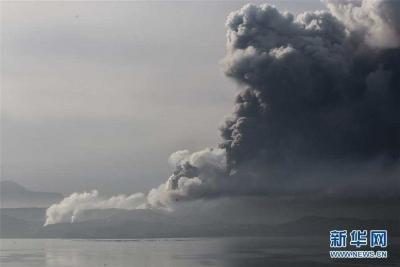 菲律宾塔阿尔火山喷发 约1万居民疏散