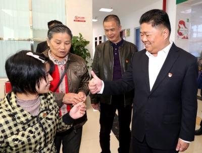 吴晖看望慰问特殊困难人群:要怀着一颗爱心提供最优质的服务和保障