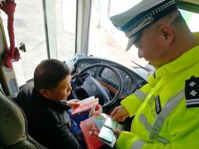 """您的春运护航者已""""上线""""!梅州交警、高速公路路政部门行动中ing..."""