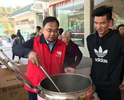 情满旅途!梅州这群志愿者为返乡游子送上暖心服务