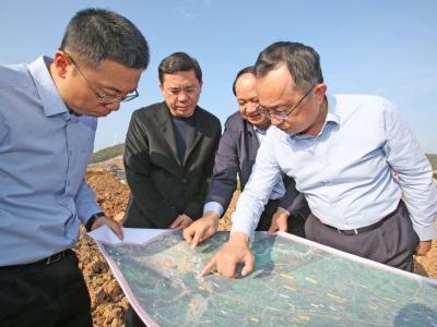 """陈敏调研交通重点项目规划建设情况:建好梅龙高铁 融入""""双区""""建设"""
