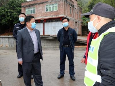 吴晖到华城潭下周江检查疫情防控工作:把科学防治的举措做得更严更实
