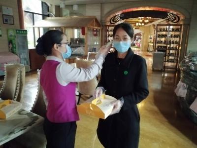 餐食种类丰富,严格防护保证卫生和安全!疫情防控催生梅城酒店外送服务