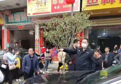 """退役不褪色!高陂镇城监队长刘志军: """"我是党员,我责无旁贷!"""""""