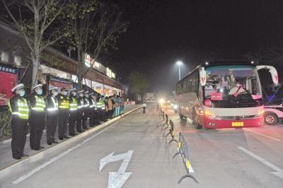 下一站,梅城!梅州支援湖北医疗队队员到达横陂服务区