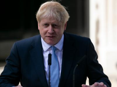 退烧!英国首相约翰逊在ICU度过第二晚