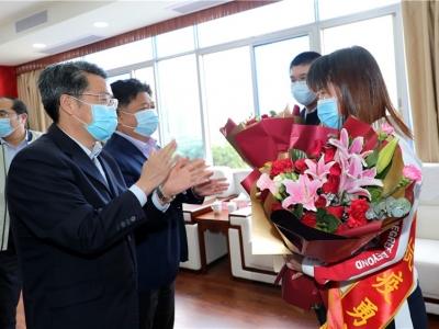 五华举行座谈会,最高礼遇迎接白衣英雄薛远泉、曾志芬凯旋!