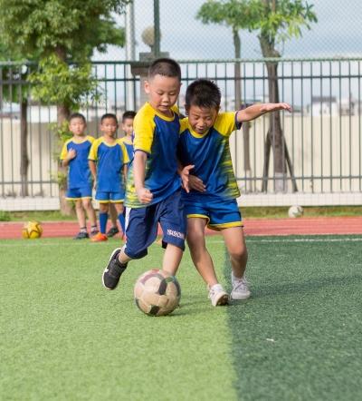 绿茵场又见小学员!梅县区校园足球青训复课