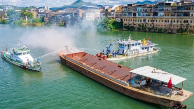 """两船碰撞并溢油,人员落水...别怕,这是演练!梅州""""启动""""水上应急搜救"""