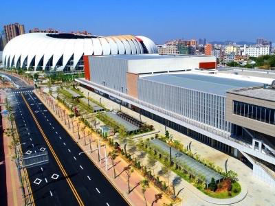 五华威光体育馆首迎正式赛事!篮球联赛、羽球混合团体赛开打
