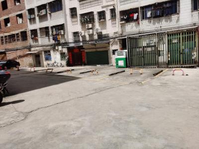 划线+上锁!梅城这一小块空地竟成私家车位,真把道路当你家?