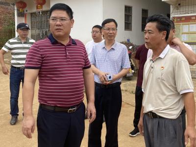 梅州日报社社长罗金良带队到帮扶村开展中秋慰问活动