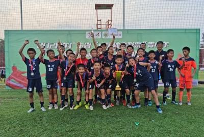 征战广东省青少年足球锦标赛赛场~梅州小将获男子丙组亚军!