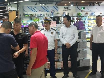 丰顺县委常委、常务副县长郑春鹏率队夜查安全生产工作