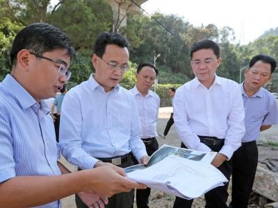 张爱军到梅江区调研:高质量推进珠宝产业生态谷和清凉山郊野公园建设