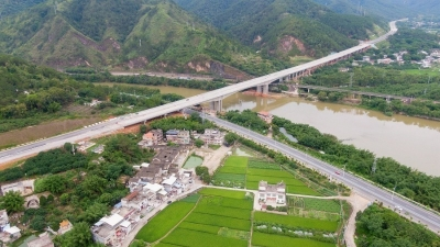 年底通车!梅州东环高速全线沥青摊铺完成