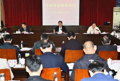 陈俊钦主持召开市委政法委委务会议:为梅州高质量发展提供有力法治保障