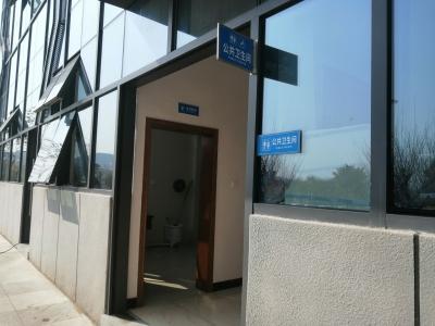 """""""方便""""不方便!梅州西站停车场仅有一间公厕,市民太难了..."""