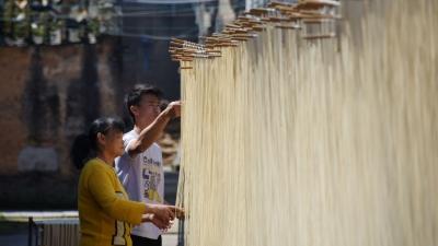 细长如线,柔韧有弹性!传承300多年的汤南面线,是这样制作的…