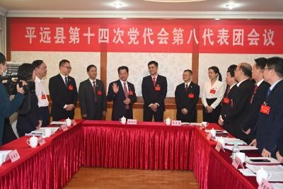 廖茂忠率平远县委领导班子走访看望党代表